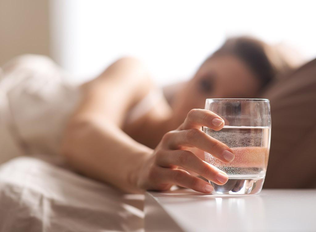 6 cách tạo độ ẩm trong phòng máy lạnh tốt cho sức khỏe không khô da